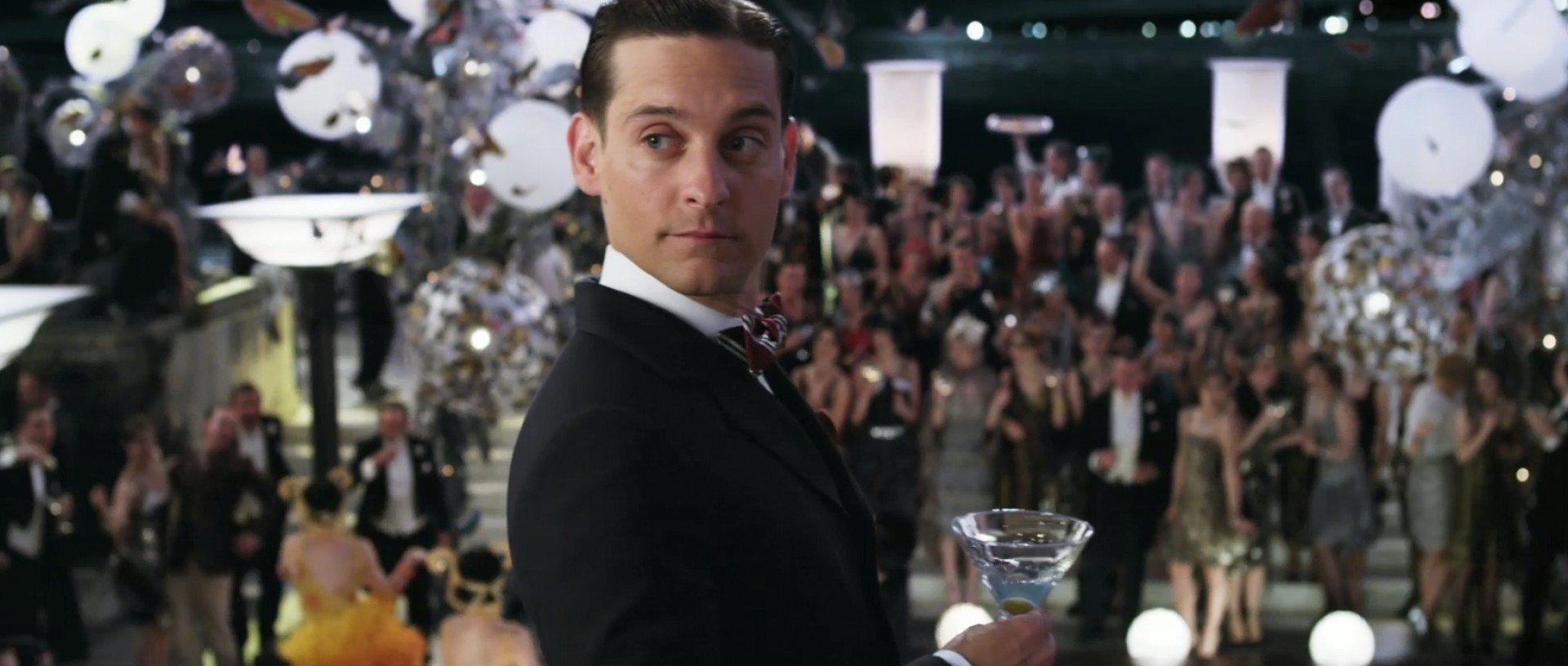 Quelle: http://www.blunderbussmag.com/wp-content/uploads/2013/05/tobey-maguire-as-nick-carraway-in-the-great.jpg