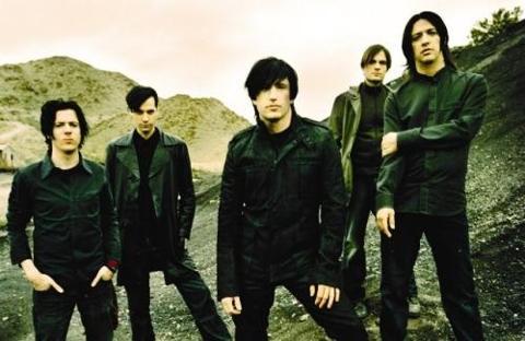 http://indiemeute.de/wp-content/uploads/2013/11/Nine-Inch-Nails-Zitadelle-Berlin.jpg